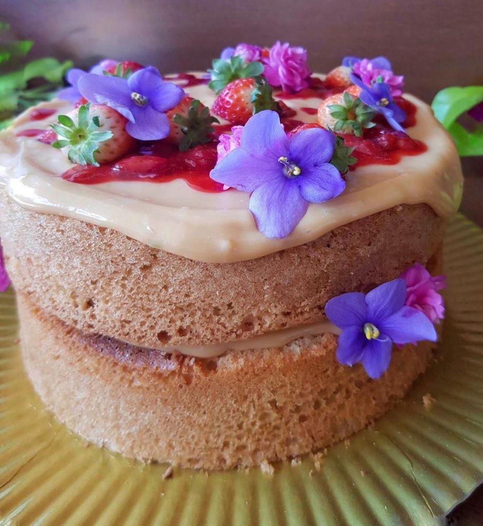 Bolo sem glúten com Pãozinho das Galáxias - Chocolate Caramelo Cookoa - Zaya Flour