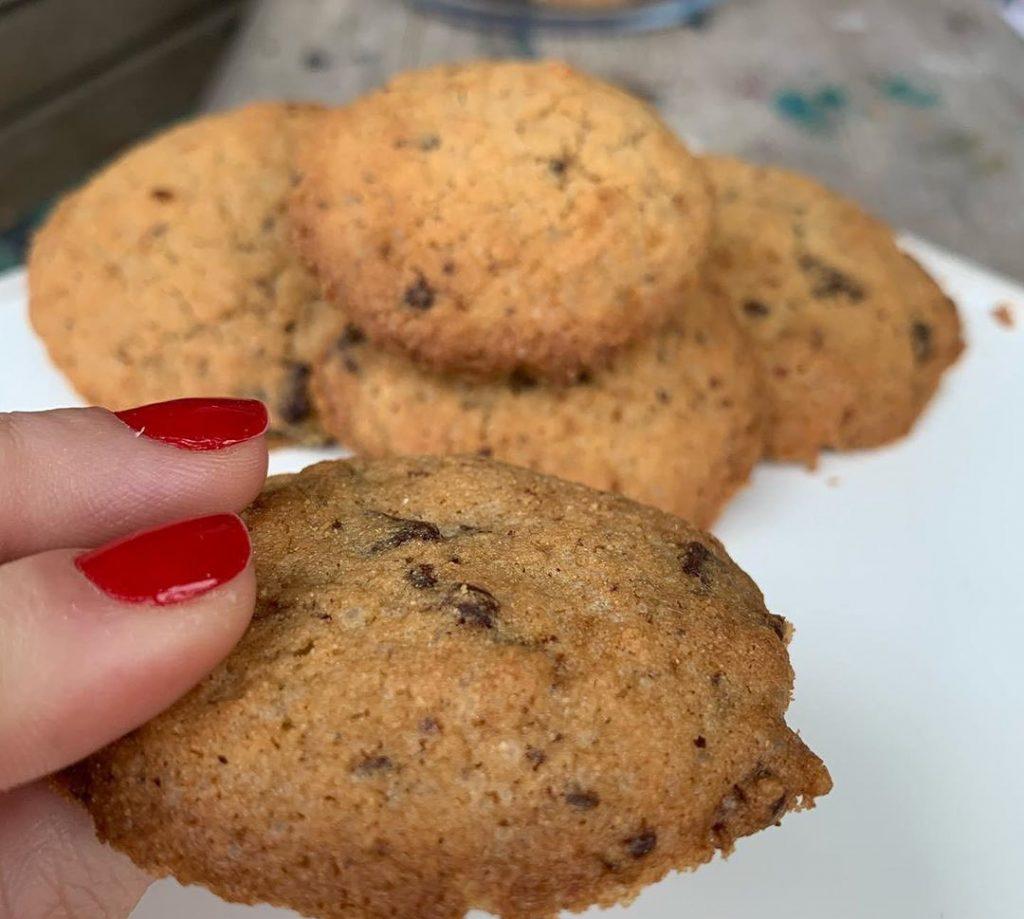 Cookies com Gotas de Chocolate sem Glúten - Carol Avesani - Feito com Zaya