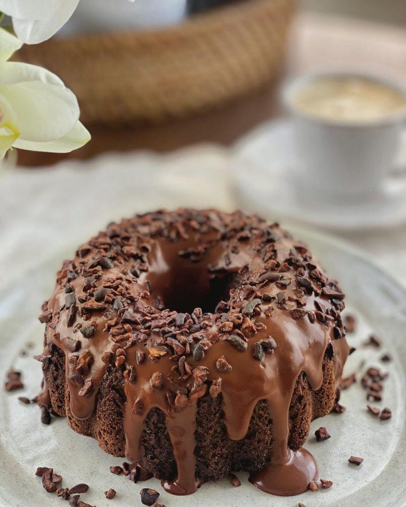 Bolo de Cacau com Chocolate - Bolo de Cacau Low Carb - Feito por Carina Lentz com farinha Zaya